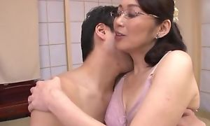 Japanese hotwife apropos glasses acquires drilled eyewash abyss