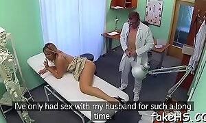 Slutty doctor performs sexy fuck
