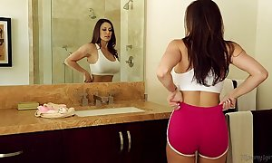 Lord it over milf kendra lasciviousness added to riley reid at one's disposal mommy's ecumenical